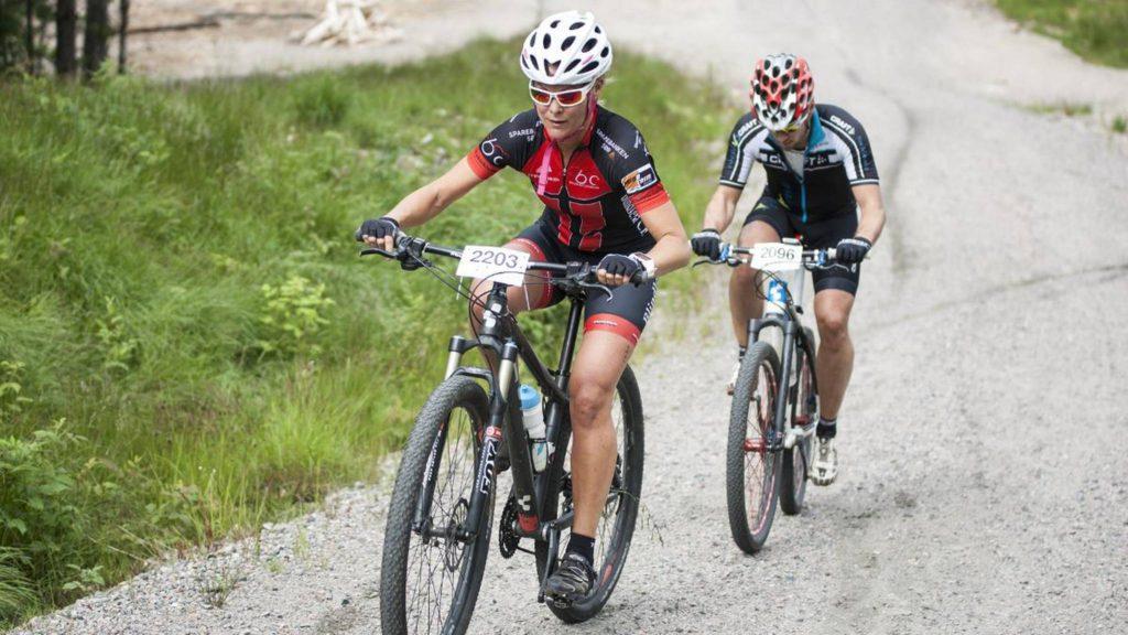 Heidi Lundemoen Thomassen tråkker lett opp Sagabakken (Foto: Nicolai G. Olsen/www.fvn.no)